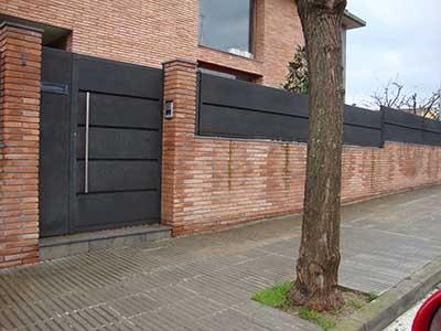 Servicios puertas met licas y autom ticas sant celoni for Puertas metalicas entrada principal
